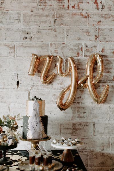 """We said it before, we're saying it again. We're always up for a Great Gatsby wedding and this wedding inspiration shoot took our inbox by storm! This line""""The most epic NYE warehouse shoot"""" literally caught us off guard. A styled shoot that's not only hig"""
