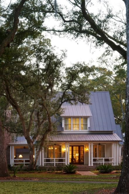 From Historic Neighborhoods To Luxury Communities Bluffton S Lowcountry Abodes Are Designed To Harmonize With Th Low Country Homes Hgtv Dream Home Low Country