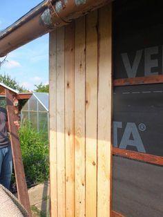 Laube Renovieren Aussenwand Erneuern Bretter Rauspund Anschrauben Fenster Einbauen Gartenlaube Terrasse Aus Paletten