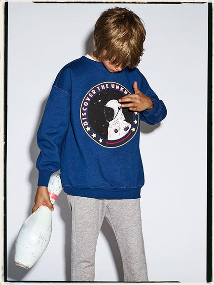 Discover the new ZARA collection online. The latest trends for Woman, Man, Kids and next season's ad campaigns.