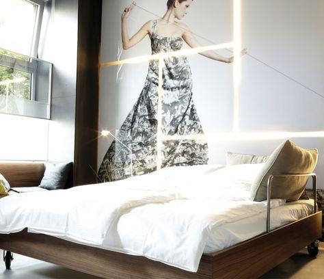 Il prezzo medio di una camera d'albergo in tutto il mondo è aumentato di circa il 3% nel 2012, rispetto all'anno precedente, secondo l'ultimo  l'indicee dei prezzi degli  hotel (HPI) di Hotels.com.    L'aumento aveva  raggiunto il 4% nel 2011.    I problemi che riguardano la zona euro hanno tirato giù la media generale e rallentato la crescita nella seconda metà dell'anno.