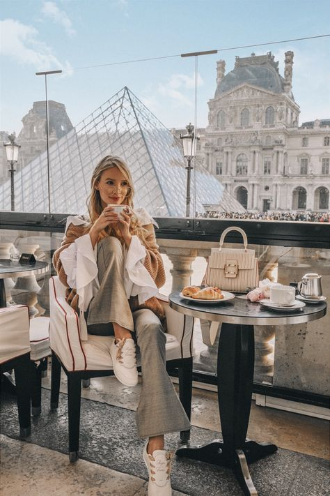 Leonie Hanne in Paris with croissants Paris Pictures, Paris Photos, Travel Pictures, Europe Photos, Paris Travel, France Travel, Ohh Couture, Leonie Hanne, Paris Outfits