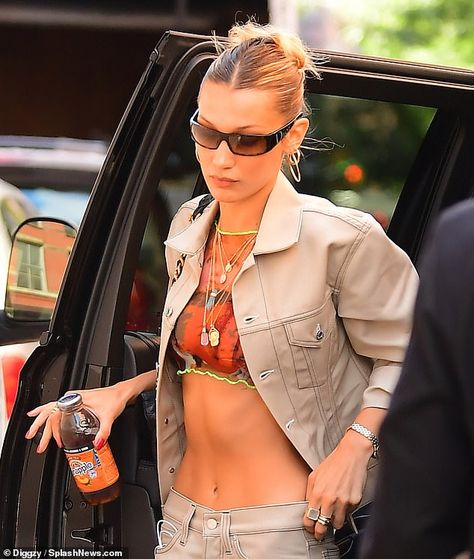 Skinny Minnie Bella Hadid flaunted her taut tummy in a sheer bratop while strutting arou Style Bella Hadid, Bella Hadid Hair, Bella Hadid Outfits, Zoe S, Models Off Duty, Facon, Look Fashion, Fashion Models, Bra Tops