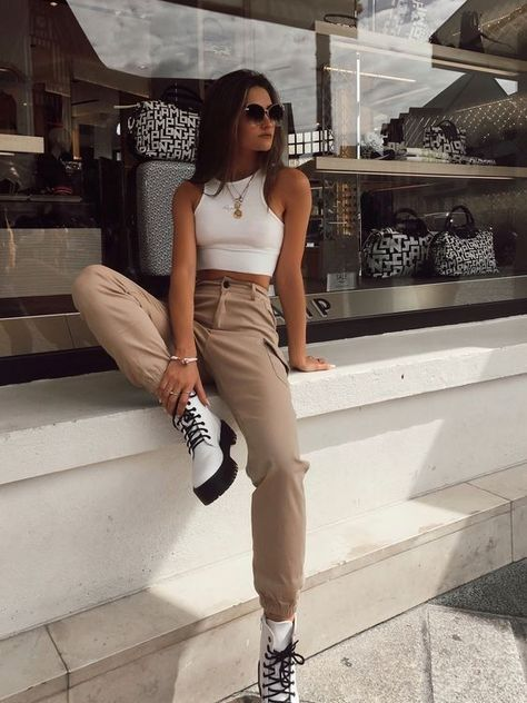 Spring Outfit Women, Casual Fall Outfits, Retro Outfits, Stylish Outfits, Spring Outfits, Sporty Outfits, Crop Top Outfits, White Crop Top Outfit, Urban Outfits
