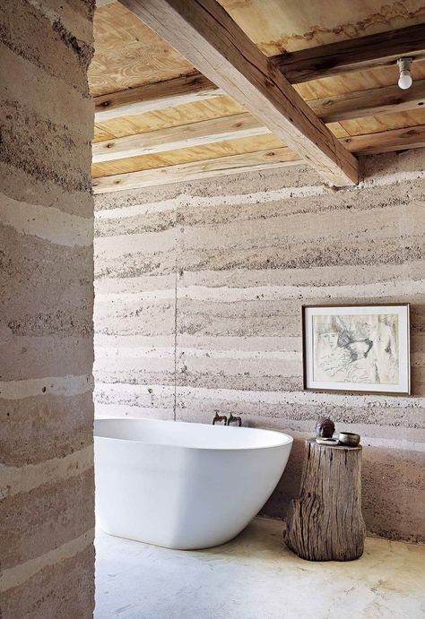 Tour this eco-friendly rammed-earth house in South Africa For passionate environmentalist and interior designer Darryl Freeman, building a self-sufficient rammed-earth house in remote northern Botswana seemed like a natural move. Natural Building, Green Building, Building A House, Building Ideas, Building Design, Rammed Earth Homes, Rammed Earth Wall, Italian Style Home, African House