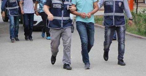 İstanbul Cumhuriyet Başsavcılığı'nca FETÖ'nün TSK yapılanmasına yönelik başlatılan soruşturmada 223 astsubay hakkında gözaltı kararı verildi.  İstanbul dahil olmak üzere 49 il ve KKTC'de 223 astsubayın yakalanması için gece saatlerinde eş zamanlı operasyon başlatıldı.Şüpheli astsubayların deşifre olmamak için ankesörlü telefonlardan iletişime geçtikleri kaydedildi.   #astsubay #fetö #gözaltı #İSTANBUL #kktc #terörlemücadele