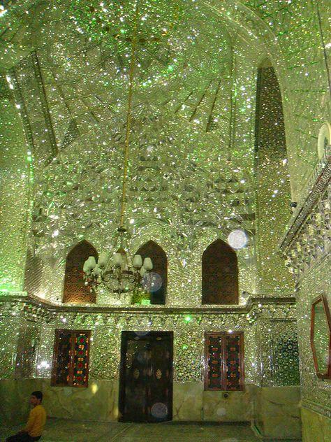 Aramgah-e Shah-e Cheragh (Mirrored Mausoleum for Imam Reza's brothers) in Shiraz, Iran. Images via illuheaven, Islamic Architecture, Beautiful Architecture, Beautiful Buildings, Art And Architecture, Beautiful Places, Terra Verde, Retro Interior Design, D House, Aesthetic Rooms