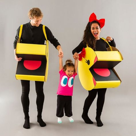This DIY Pac-Man Family Halloween Costume Will Win You All the Throwback Points