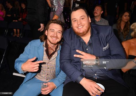 Male Country Singers, Country Artists, Country Songs, Cute Country Boys, Country Men, Country Couple Pictures, Cmt Music Awards, Cool Countries, Luke Combs Music