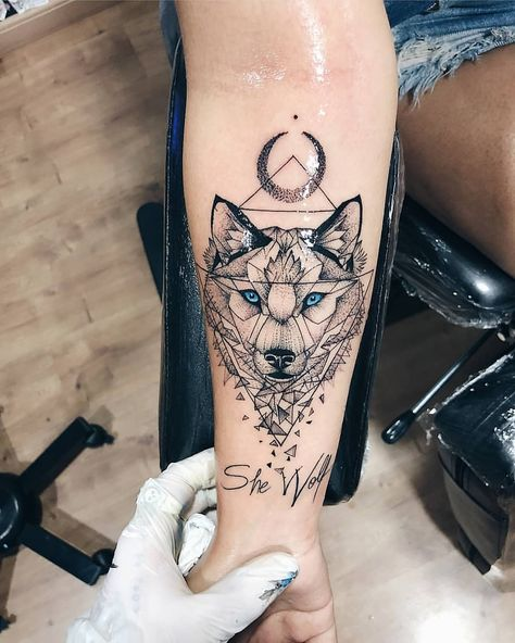 🐺💕💜 - turn on the notifications for daily updates • Tag someone who like the art of tattooing ---------------------------------------------…