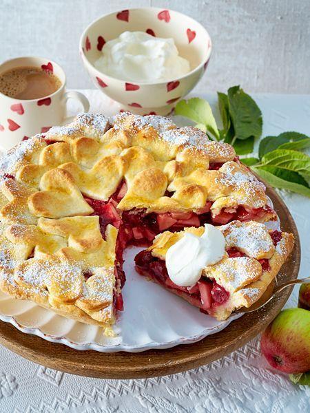 Apfel Kirsch Herz Torte Rezept In 2020 Lecker Valentinstag Backen Und Rezepte