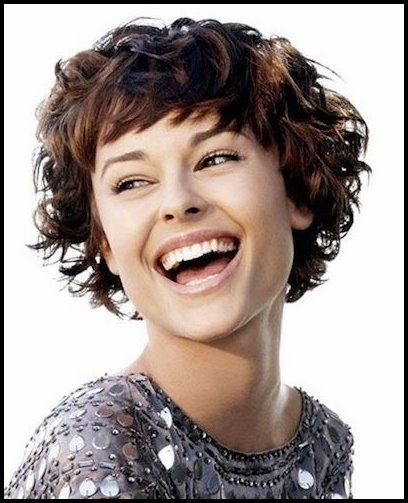 20 Atemberaubende Kurze Und Lockige Frisuren Fur Frauen Popular Frisuren Kurzhaarfrisuren Kurze Lockige Frisuren Haarschnitt Kurz