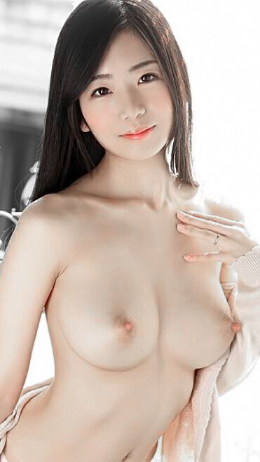 Beautiful nude asian girl