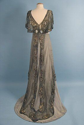 Jacques Doucet (French, Evening Gown, c. 1911 Looks like something… 1900s Fashion, Edwardian Fashion, Vintage Fashion, Modern Fashion, Classy Fashion, Vintage Beauty, Old Dresses, Pretty Dresses, Cheap Dresses