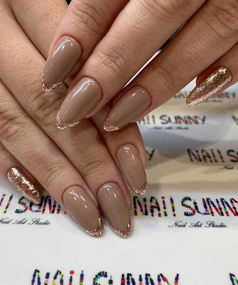 neutral nail color with glitter , glitter nails , best glitter nails 2020