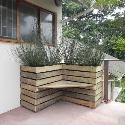 Pallet Bench Planter - perhaps for the far corner of our garden?
