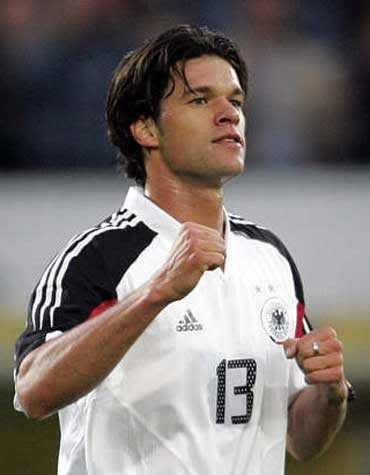 Germany 4 Australia 3 In 2005 In Frankfurt Michael Ballack Scored After 60 Minutes With A Dfb Nationalmannschaft Deutsche Fussballer Fussball Nationalmannschaft