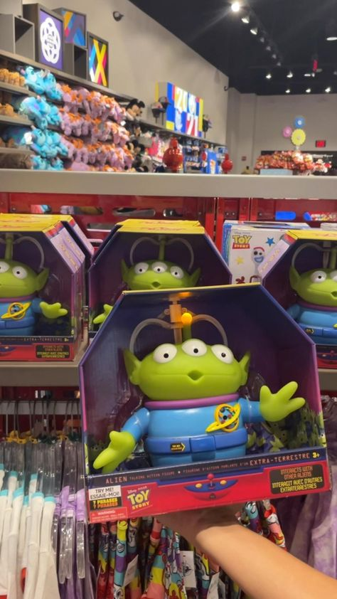 The aliens from toy story interactive! - funny in Epcot disneyworld - Disney merch