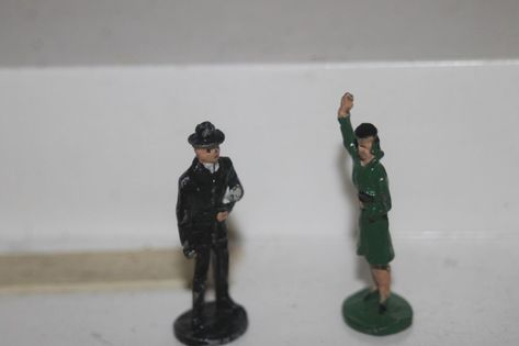 O Scale On30 On3 Figures People New Arttista Female Occupant for Outhouse #1302
