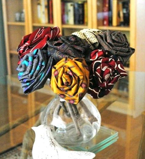 Dishfunctional Designs: Tie One On! Upcycled and Repurposed Neckties Diy Necktie Projects, Mens Ties Crafts, Neck Tie Crafts, Sewing Projects, Old Neck Ties, Old Ties, Necktie Quilt, Upcycled Crafts, Fabric Flowers