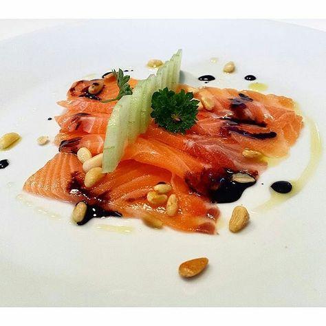 #TASTE_CORNER  Carpaccio di Salmone aceto balsamico di Modena Pinoli Cetriolo e ... olio extravergine d'oliva  Preparazione di #chef_marco_spitaleri #olio_poderi_trelicium #evoitaliano #semplicementepesce #extravirginoliveoil #olioextraverginedioliva #oliodioliva #antipasto #forret #appetizer #chef #culinaryfood #salmon  #culinarychefportal#carpaccio#fish #food #healthyfood #healthy #goodfood #food #vegetables #acetobalsamico #chefofinstagram by olio_poderi_trelicium