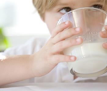 فوائد الحليب للاطفال يعزز من الطاقة الاستيعابية Pediatric Nutrition Glass Of Milk Milk