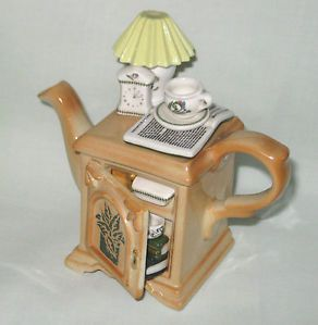 Portmeirion Botanic Garden Cardew mini bedside cabinet teapot.