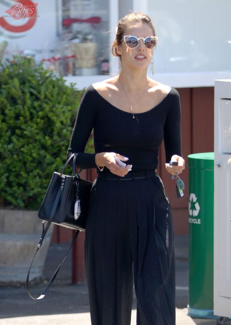 9e1d6b6760 Alessandra Ambrosio grabs lunch at the Brentwood Country Mart on April 8