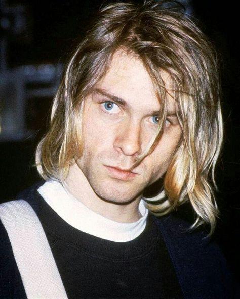Kurt Cobain of Nirvana Nirvana Kurt Cobain, Kurt Cobain Photos, Kurt Cobain Style, Dave Matthews Band, Dave Grohl, Kurk Cobain, Banda Nirvana, Heavy Metal, Martin Guitars