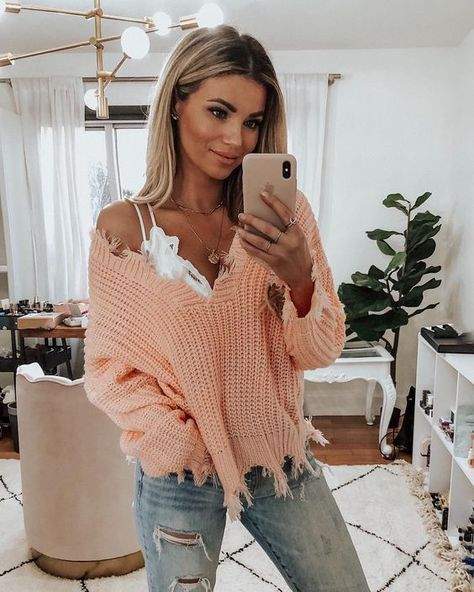 Off Shoulder Distressed Sweater - This destroyed hem sweater is such an edgy look for winter nights! We love the frayed and destroyed - Winter Fashion Outfits, Look Fashion, Autumn Fashion, Autumn Outfits, Lazy Fall Outfits, Summer Outfits, Evening Outfits, Everyday Outfits, Fashion Clothes