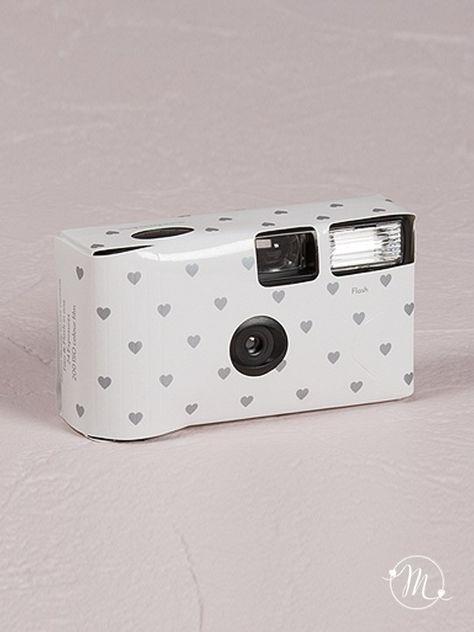 Wedding Camera Cuoricini color argento.  La wedding camera con flash è Usa e Getta,  Permette la realizzazione di 24 Foto a colori. #matrimonio #wedding #weddingcamera #fotografia #usaegetta #argento #flash