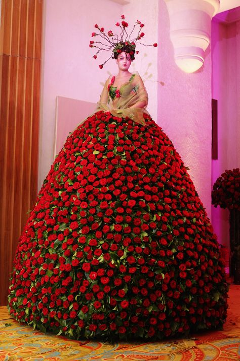 Roses Gown ~ created by unknown designer for 2009 Grand Opening Event of Mazagan Beach Resort, El Jadida, Morocco. Fruits & Flowers Gowns (fresh lemons, grapes, roses and apples) *sculptures w live models for 8 freakin' hours*