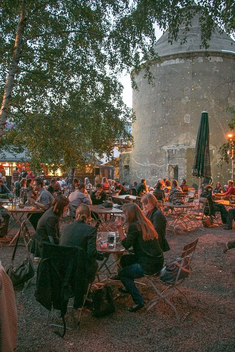 Berlin: Friedrichshain & The COOLEST Bar in Europe • The Overseas Escape