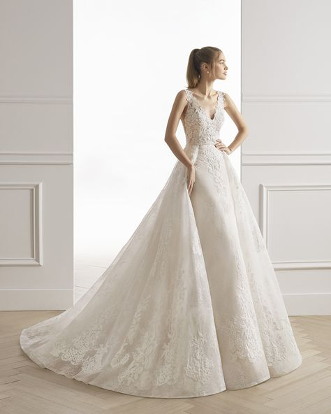 Wedding Dress out of Aire Barcelona (Estival), silhouette ball gown, neckline v-neck, floor, without sleeves