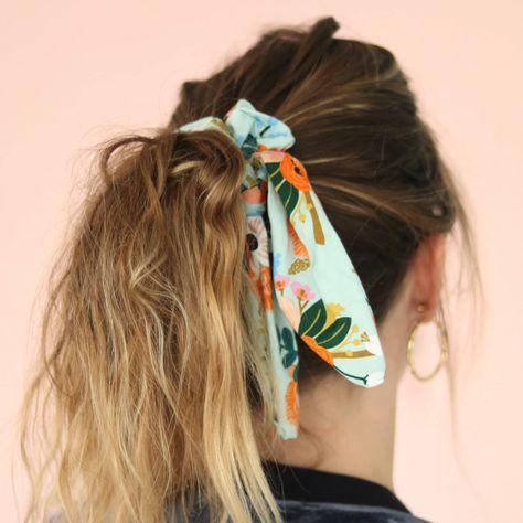 Il est super simple de coudre soi-même son chouchou foulard (Foulchie ou Crunchie), un jolie tissu , un élastique et c'est parti !   Tout le matériel sur La Petite Epicerie !