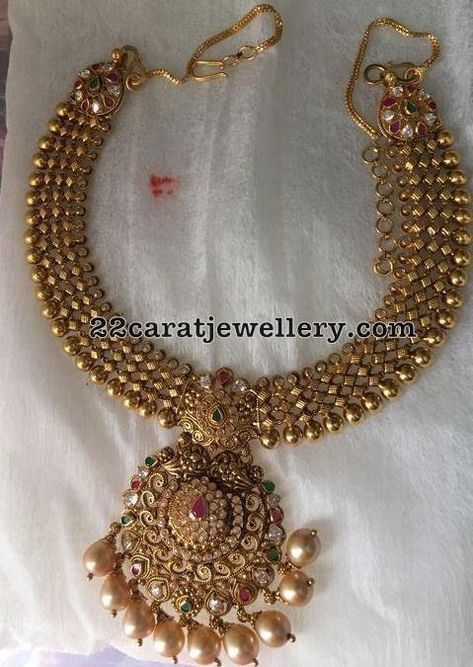 Here comes an antique piece of jewellery design for those who really value the quality designs that are rarely available in the market.