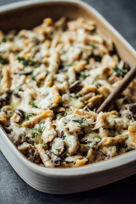 Healthy Mushroom Alfredo Pasta Bake - with pan-roasted mushrooms, creamy cauliflower sauce, and whole wheat pasta. 350 calories.