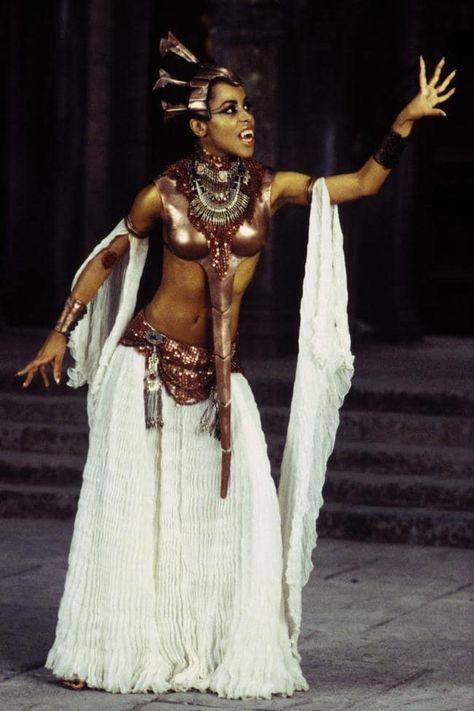 Aaliyah as Queen Akasha in