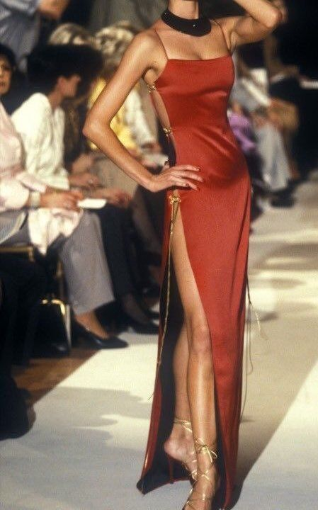 Christian Dior s/s 1997 haute couture Women's Runway Fashion, Fashion 2020, 90s Fashion, Fashion Show, Vintage Fashion, High Fashion Style, Fashion Weeks, High Fashion Models, High Fashion Outfits