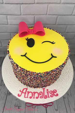 A Gorgeous Smiley Face Birthday Cake The Guest Of Honor Will Love