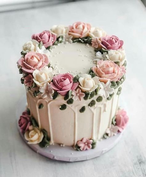 cake pictures # pictures # cake cupcakes recipe cake re . Pretty Cakes, Cute Cakes, Beautiful Cakes, Amazing Cakes, Buttercream Flower Cake, Buttercream Birthday Cake, Buttercream Cake Designs, Cake Pictures, Cake Images