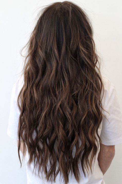 Hair is an important material primarily composed of protein, notably keratin. Hair care is your hair type. Your hair goals. Your favorite hair color Here you find all the possible methods to have perfect hair. Brown Wavy Hair, Brown Hair Balayage, Long Wavy Hair, Hair Highlights, Dark Hair, Wavy Hair Perm, Peekaboo Highlights, Purple Highlights, Curls Hair