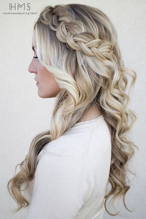 This makes me wish I was better at braiding my hair or anyone's hair for that matter so that I could do this to mine