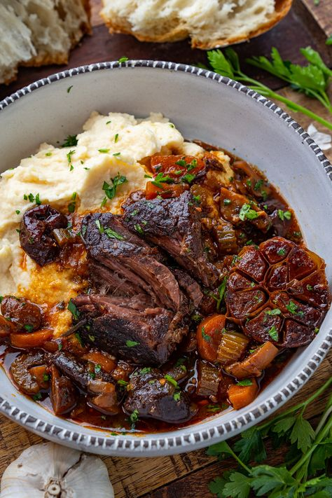 French Style Braised Short Ribs - - A French style slow braised short ribs in a tasty sauce! Rib Recipes, Cooking Recipes, Steak Dinner Recipes, Dinner Entrees, Smoker Recipes, Recipies, Braised Short Ribs, Beef Short Ribs, Beef Ribs