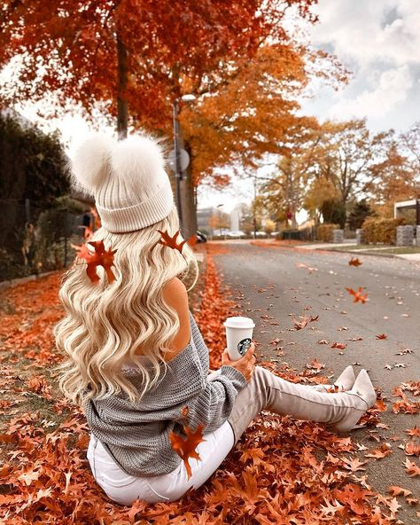 This cute beanie online in pink,black or gray ❤️ – girl photoshoot poses Autumn Photography, White Photography, Photography Poses, Travel Photography, Photography Composition, Minimalist Photography, Photography Classes, Iphone Photography, Urban Photography