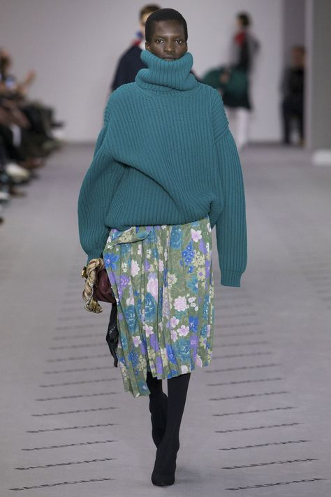 Balenciaga Autumn Winter 2017 Knitwear Trends | British Vogue