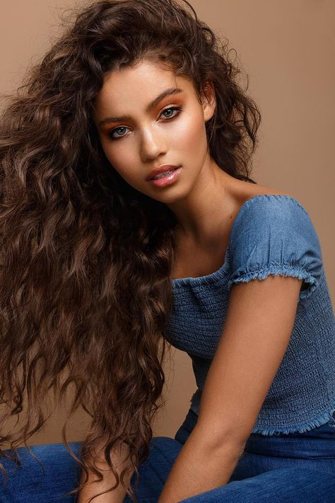 Body Wave For Long Hair ❤️ Fancy getting a perm? Let us tell you some facts about it! Learn how many types of modern perm there are and see how to take care of it. Spiral, body wave, multi-textured: our ideas of permanent curls are waiting for you! Permanent Curls, Adaline, Long Hair Waves, Long Curls, Perms On Long Hair, Curly Hair Styles, Natural Hair Styles, Beauty Portrait, Permed Hairstyles