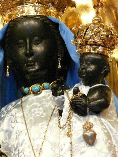 Black Madonna Statue in Poland Black History Facts, Strange History, Asian History, African American History, British History, Orisha, Statues, La Madone, Black Jesus