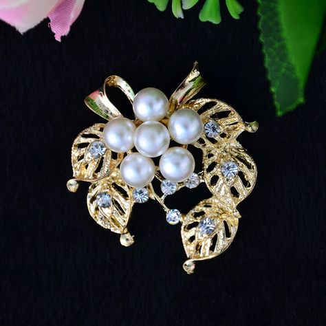e6efa91fd2d Find More Brooches Information about 48*40mm gold 5 circle flower vintage brooch  Imitation pearl diamond brooches for women diy Fashion Jewelry breastpin ...