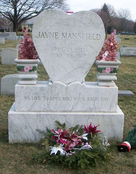 The Death of actress Jayne Mansfield who died and was decapitated in a car accident. Includes brief timeline, photos and all the details of the car crash. We have photos of the Jayne Mansfield crash site.